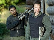 michael pena e mark wahlberg in shooter